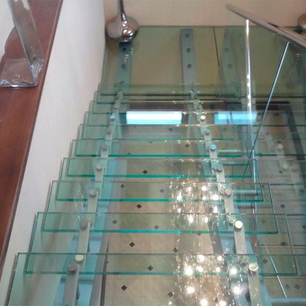 Лестницы из триплекс стекла